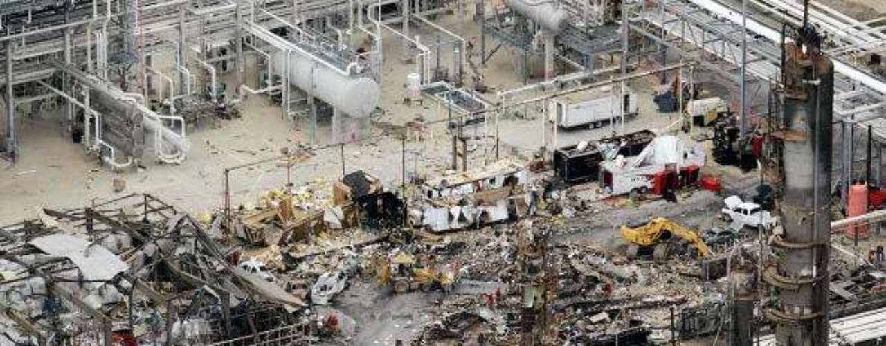 23 de marzo de 2005, Estados Unidos. Quince muertos y más de 70 heridos en una explosión que afectó a varios edificios, provocando un incendio en la mayor refinería estadounidense del grupo petrolero británico BP en Texas (sur).
