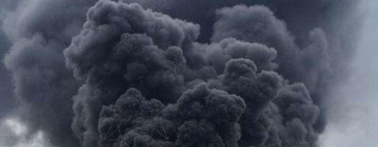 30 de octubre de 2004, China. Siete obreros perecieron en una explosión mientras reparaban un conducto que contenía sulfuro de hidrógeno en una refinería de petróleo en Daqing (noreste).