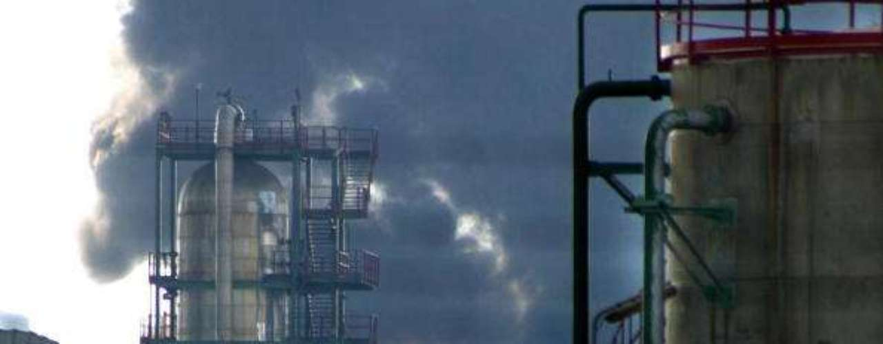 14 de agosto de 2003, España. Siete obreros que trabajaban en la compañía subcontratada murieron en Puertollano (centro) luego de una explosión producida en una refinería de Repsol.