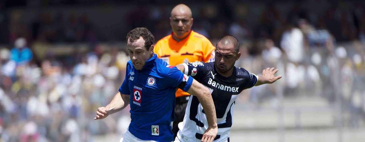 El capitán de Cruz Azul, Gerardo Torrado, cada vez se ve más recuperado de sus lesiones, ha jugado los dos últimos partidos completos y, ante Pumas, dio un gran despliegue y puso un par de servicios con calidad de gol que no fueron bien aprovechados por sus compañeros.