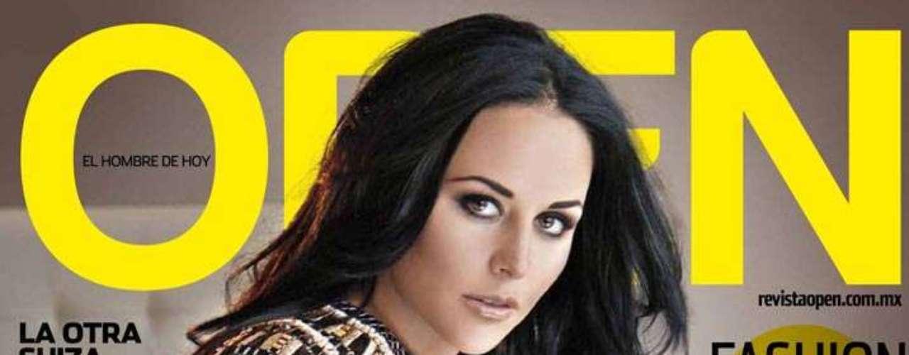 La actriz de 'Un Refugio para el Amor' ha mostrado orgullosamente una de las imágenes que apareceran en la edición de septiembre de la revista para caballeros.