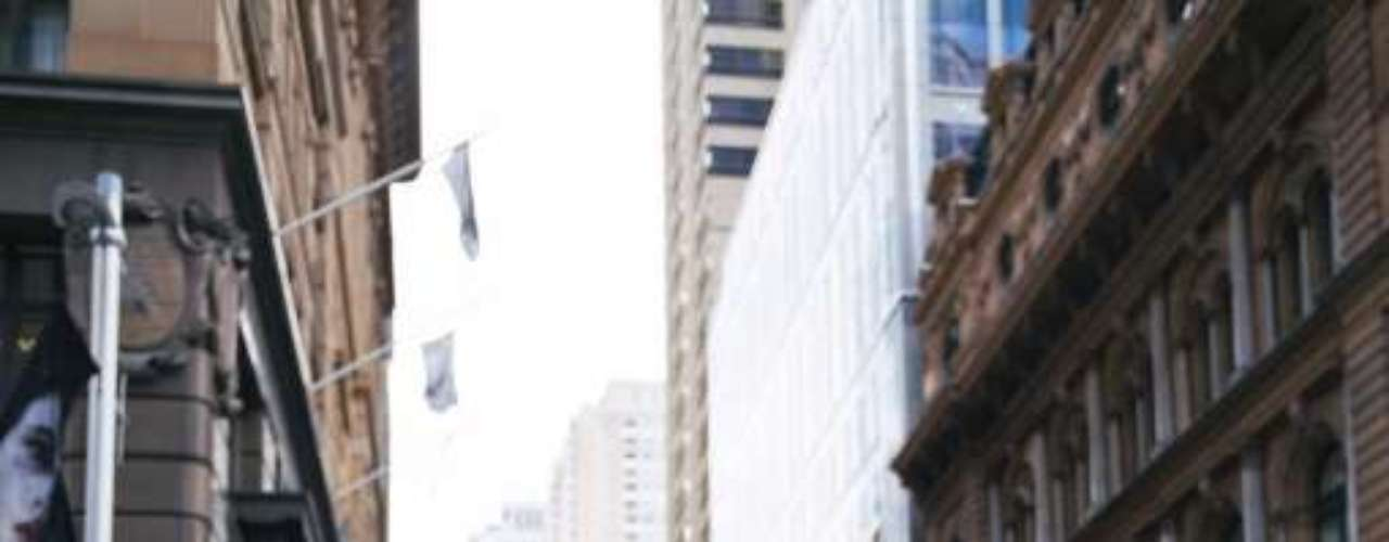 Caminar lento: Puede indicar menor expectativa de vida, diabetes, artritis y hasta riesgo de demencia. La velocidad con la cual se anda puede apuntar la longevidad de una persona, según estudio de la Universidad de Pittsburgh, que evaluó el caminar de 36 mil personas de la tercera edad, identificó que los que daban pasos más rápidos vivían más que los demás, que llevaban más tiempo para recorrer la misma distancia. Otra investigación del Centro Médico de Boston apunta que el caminar lento indica menos procesos entre las células del cerebro, problemas de memoria y lentitud para realizar otras tareas.