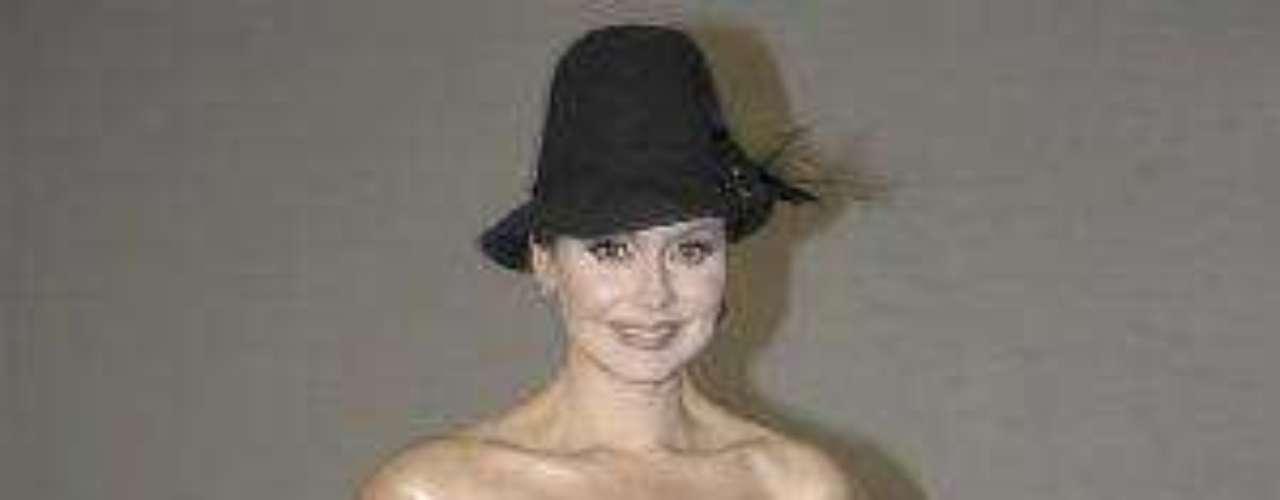 A le venezolana le llovieron críticas por la tallita del vestido que usó durante el lanzamiento de su telenovela \