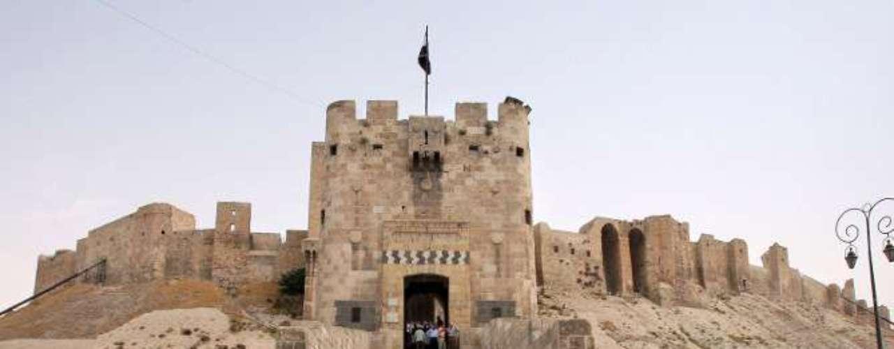 Una imagen del castillo de Alepo anterior a la guerra en la que puede observarse su buen estado de conservación.