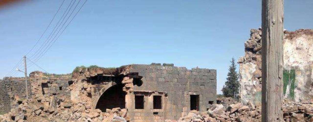 Bousra conservaba un complejo de viviendas romanas anteriores al nacimiento de Cristo además de un anfiteatro en un perfecto estado de conservación, que han sido dañados por los bombardeos de la fuerza aérea del régimen de Bashar Al Asad y por los combates entre el ejército nacional y los rebeldes.
