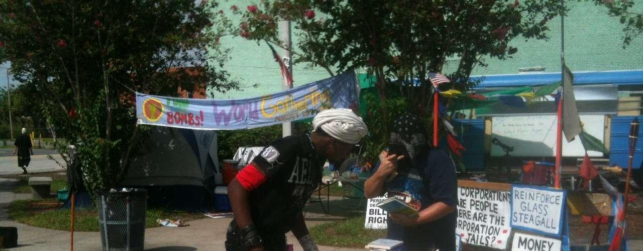 El movimiento Ocuppy  mandó un mensaje a Mitt Romney y a los republicanos diciendo que rechazan totalmente sus políticas.
