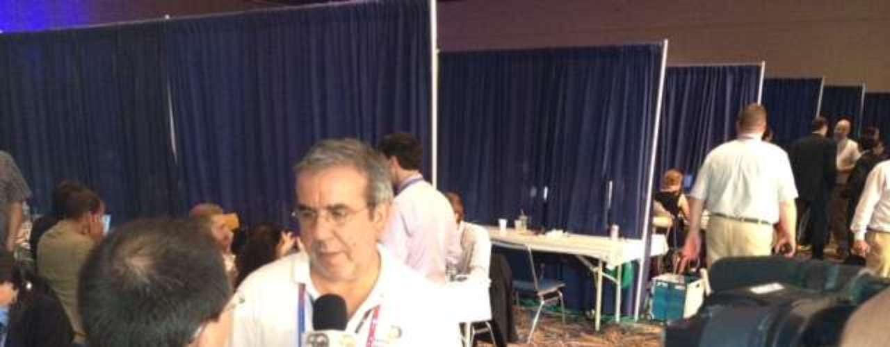 Hasta el editor senior de Terra.com, Eduardo Orbea, fue entrevistado por un colega del Canal 12 de Montevideo, Uruguay.