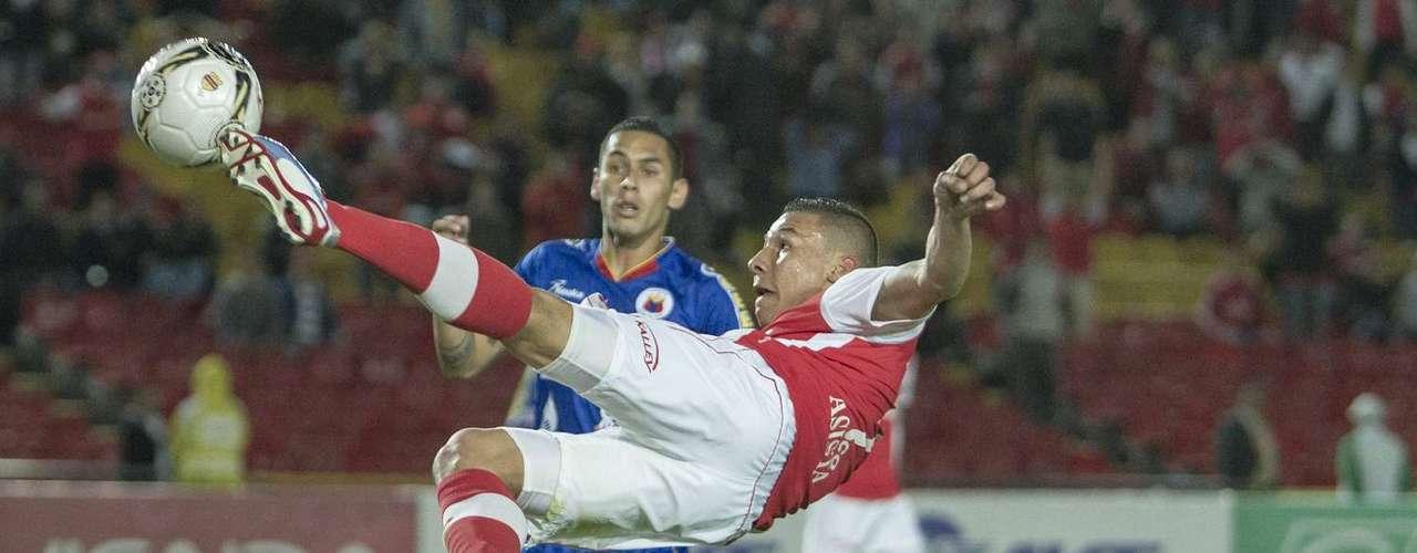 El volante de Independiente Santa Fe, Luis Carlos Arias, anotó el segundo gol 'cardenal'.
