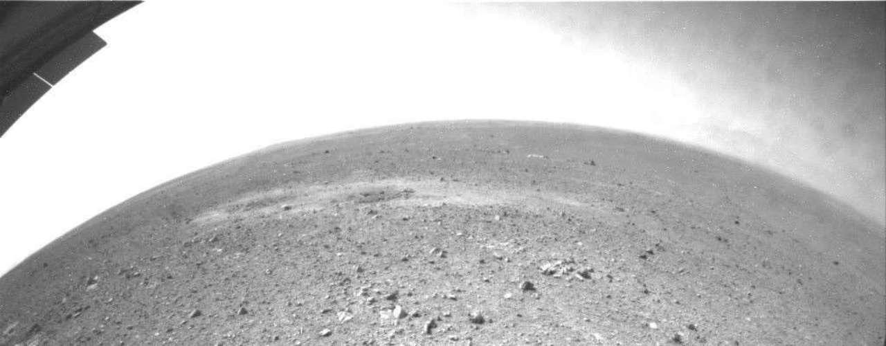 El robot Curiosity comenzó a recorrer la superficie de Marte y rodó \