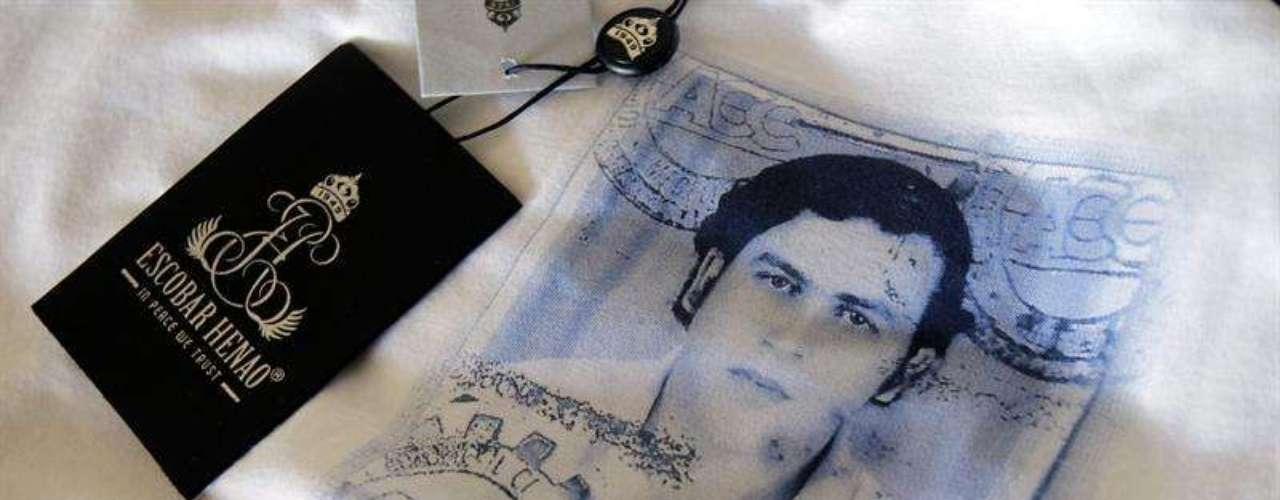 Estas camisetas se venden a través de Internet en varios países, excepto Colombia, donde las prendas no se venderán, según Marroquín, como \