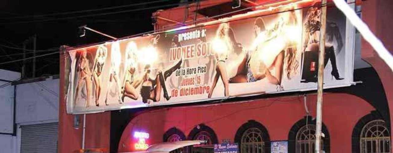 15-marzo-2012.- Un comando armado ataca el table dance The New Excelent ubicado en la Avenida Lincoln, en la colonia Jardín de las Mitras, dejando una persona muerte y siete lesionadas, entre ellas tres bailarinas. Los delincuentes arrojaron una granada que hizo explosión muy cerca del DJ del lugar, quien murió de forma instantánea.