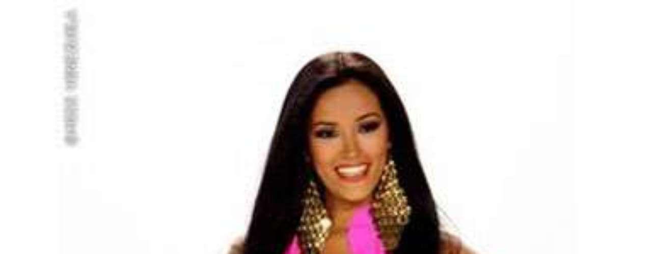 Miss Península Guajira. Ella es Rociree Silva, tiene 25 años de edad, mide 1.77 metros de estatura; es es Licenciada en Contaduría Pública y bailarina de danza contemporánea.