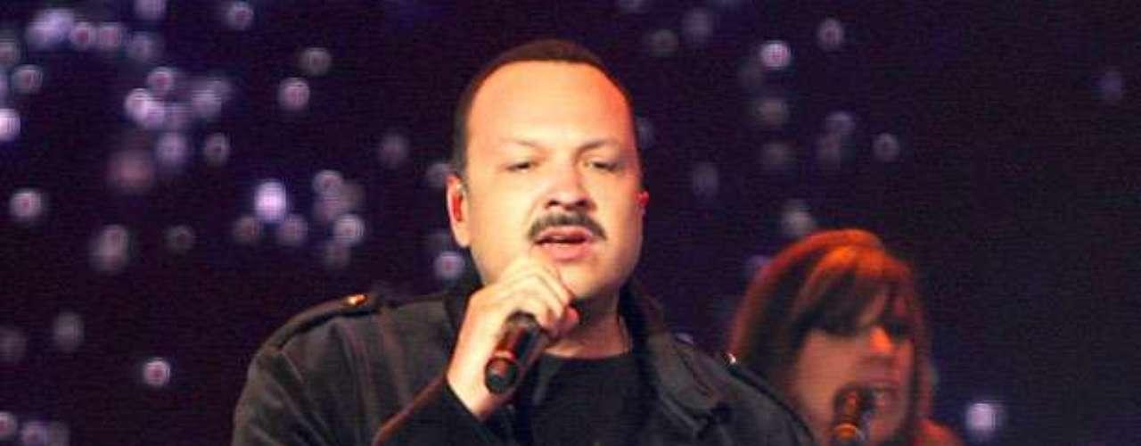 Pepe Aguilar recibió un merecido reconocimiento, gracias a su destacada carrera artística y trayectoria en la música, durante el encuentro Génesis Platino 2012, llevado a cabo en la Arena Monterrey, México, así lo informó la agencia Notimex.