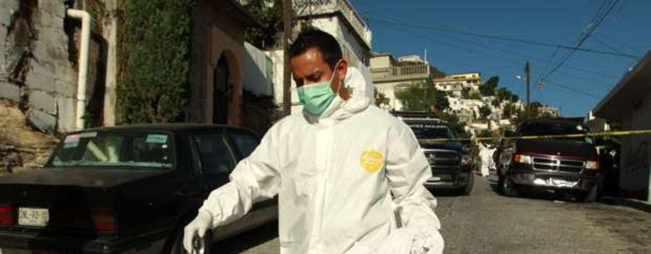Pero más tarde una fuente de la fiscalía de ese estado dijo a la AFP que se encontraron en Monterrey los cadáveres baleados de tres hombres y una mujer reportados como desaparecidos horas antes.