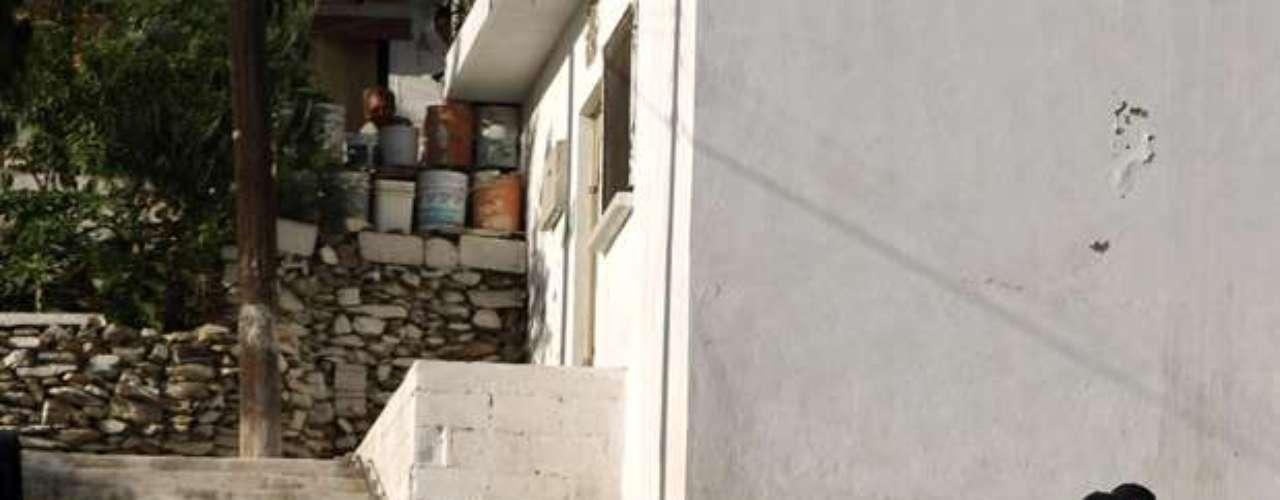 Sobre el resto de los asesinados, la policía local informó que el martes se encontraron dos cuerpos sin vida y con huellas de tortura en una carretera ubicada cercana a Monterrey, que es la tercera ciudad en importancia de México -ubicada a 1.000 km de la capital mexicana- y polo industrial del país.