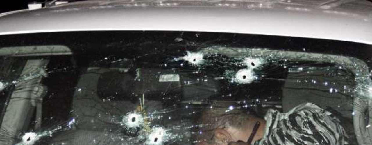 Los cadáveres, que tenía impactos de bala, fueron hallados luego de que las autoridades recibieran un reporte de detonaciones de arma de fuego en la colonia Postal Cerritos, oriente de la ciudad, precisó en un comunicado la Secretaría de Seguridad del estado.