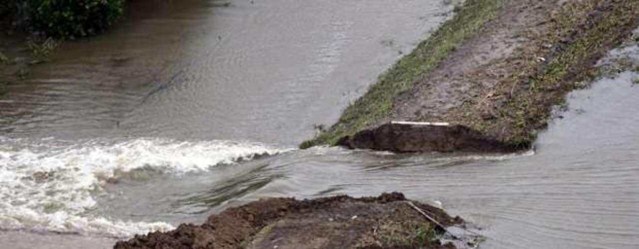 Según el Servicio Nacional de Meteorología, si la presa se rompe el nivel del río a la altura de Kentwood puede alcanzar entre cuatro y seis metros.