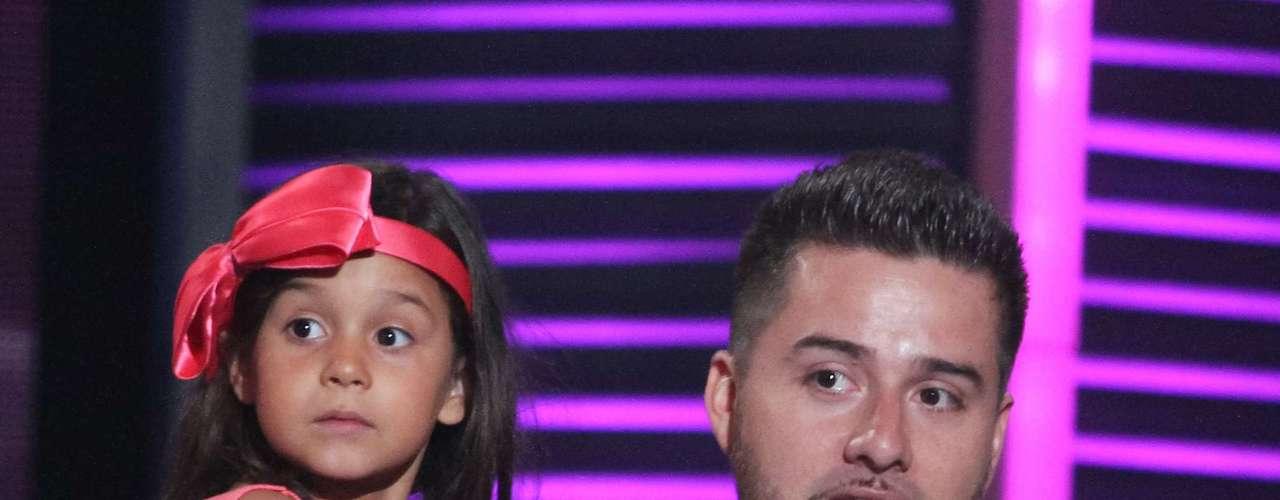 Jorge Narváez y su hija, Alex, causaron gran ternura al ganar el premio por mejor video viral. El papá y la niña han sido fenómenos gracias a sus cóvers en YouTube de \