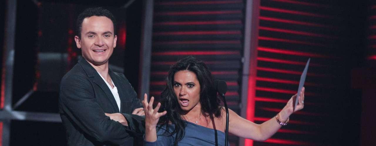 Fonseca estuvo en Premios Tu Mundo... y no cantó. Todos nos quedamos con cara de \