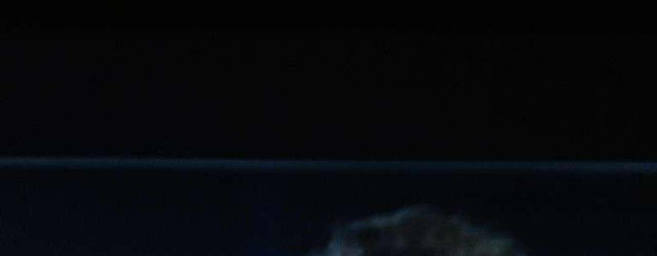 Pero sin duda el gran momento de toda la noche y que causó ovación, fue cuando la doctora Ana María Polo se enfundió en un beso francés ni más ni menos que con David Chocarro, quien presumió su galanura al anunciar el premio a Protagonista del Año. Carolina Laursen, su esposa, nos compartió esta foto ¡y fue quien le echó porras a la doctora para que besara a David!