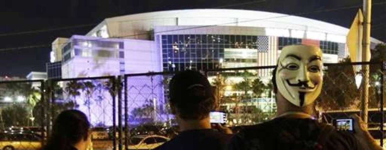 Las protestas en las afueras de la convención fueron hasta que esta se cerró con el discurso de Romney. Los protestantes no se rindieron.