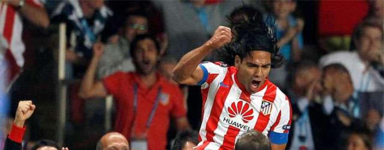 Falcao y Gabi celebran el segundo gol