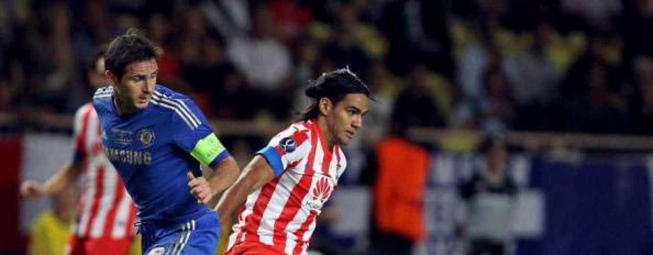 Falcao lucha con Lampard