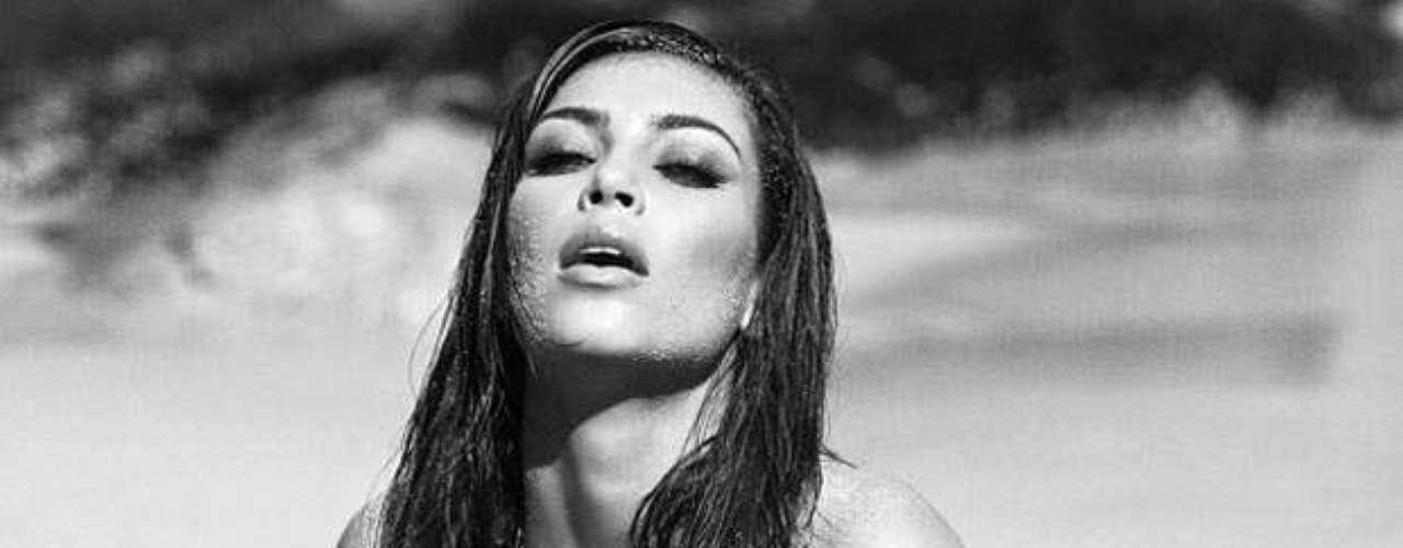 La más popular del clan Kardashian se mostró muy sugerente en la imagen que describió como \