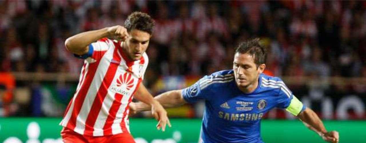 Koke lucha con Lampard