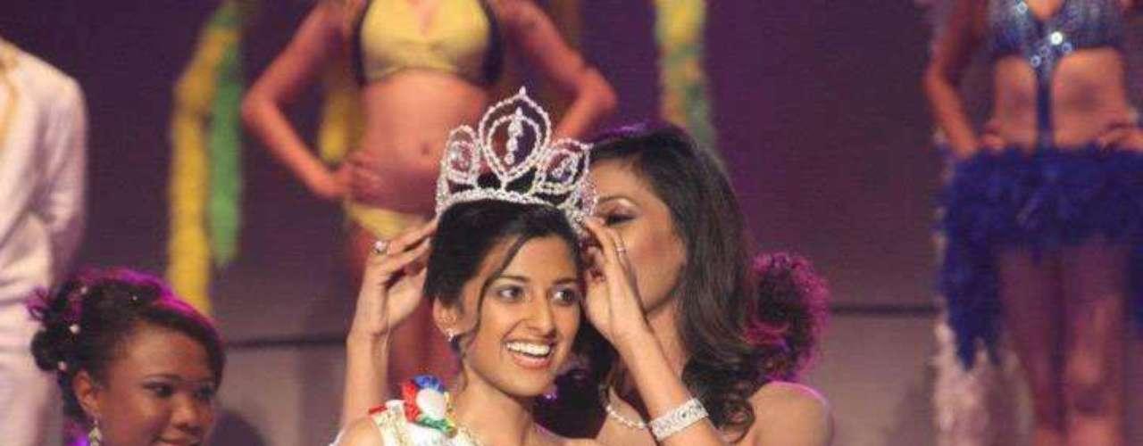 Diya Beeltah fue coronada como Miss Universo Mauricio 2012-2013 en un evento celebrado el 31 de junio en el Auditorio de Johnson & Johnson en Phoenix.  Diya tiene 23 años y es asistente de investigación en la Universidad de Mauricio.