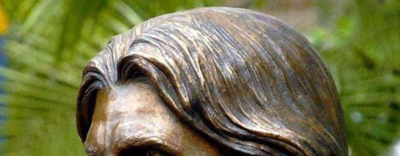 Juanes. La estatua del cantante colombiano está ubicada en Carolina del Principe, a dos horas de Medellín (Colombia).