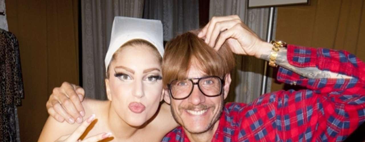 La amistad de Gaga y Richardson es lo que le sigue de íntima, el fotógrafo es el único artista autorizado por la 'Mamá Monster' para capturar sus momentos de privacidad.