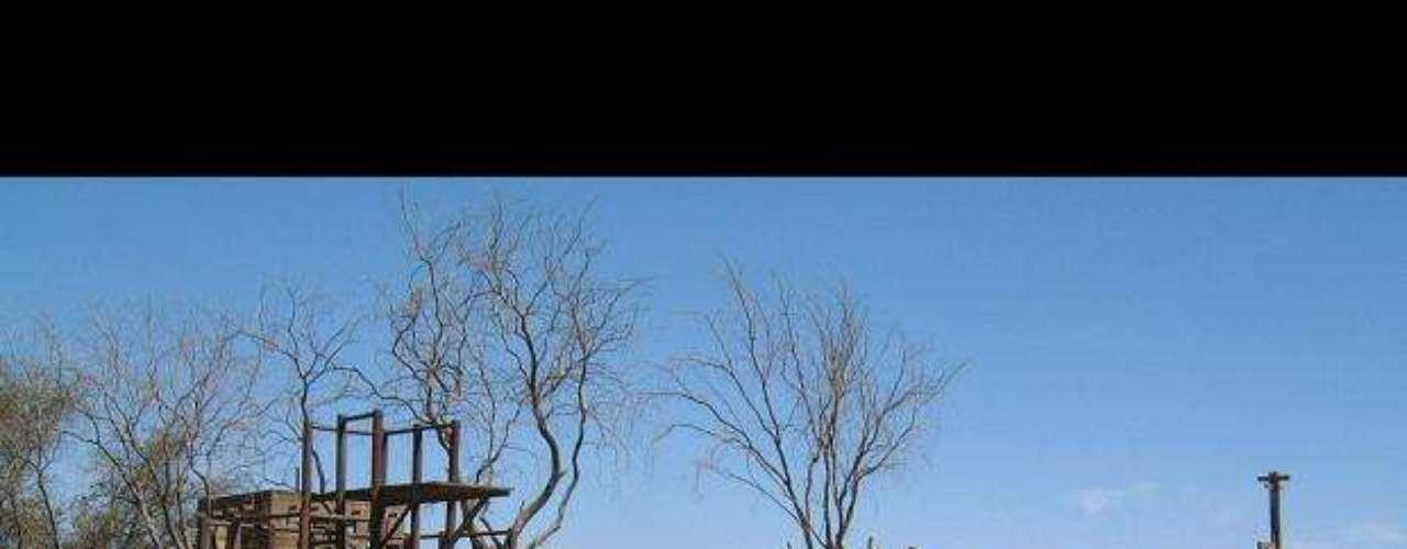La fiebre del salitre. Humberstone, declarada patrimonio de la humanidad en 2005, es una pequeña localidad en el desierto de la Pampa formada alrededor de más de 200 plantas de extracción de salitre a finales del siglo XIX. Cientos de trabajadores llegados de Chile, Perú y Bolivia vivieron para cubrir los puestos de las compañías mineras.