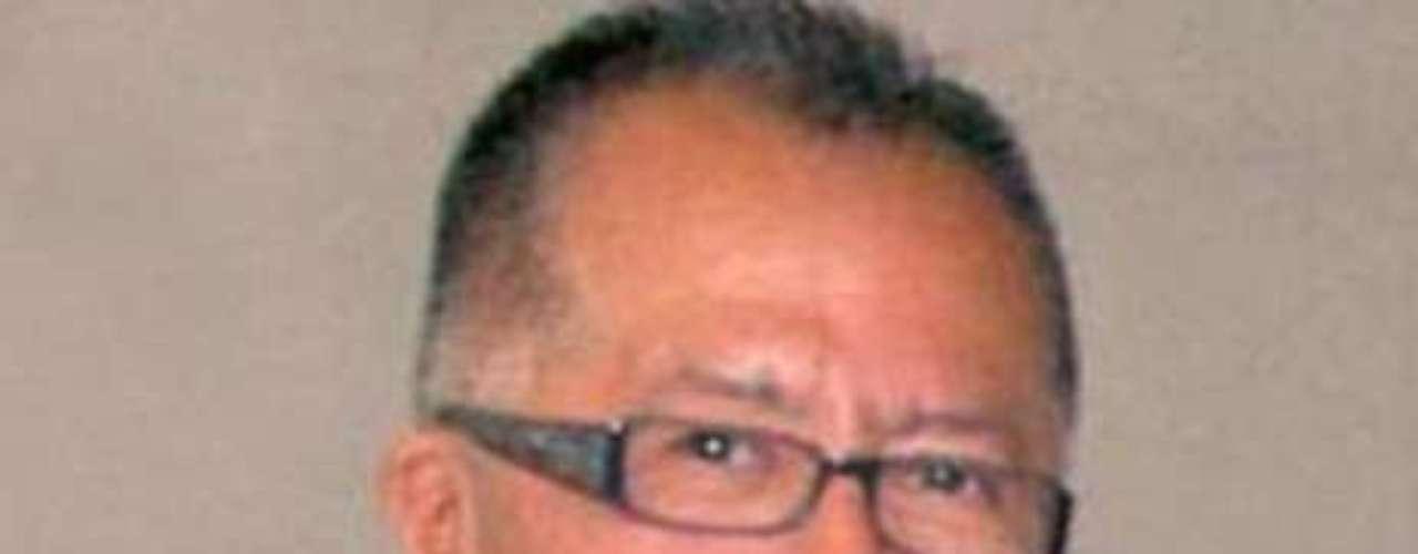 Miguel Ángel López Velasco (arriba), reportero de la fuente policiaca y columnista del periódico Notiver, fue asesinado la madrugada del 20 de junio de 2011 junto con su esposa y uno de sus hijos, Misael López Solana. quién trabajaba en Notiver como reportero gráfico y en La Jornada Veracruz.