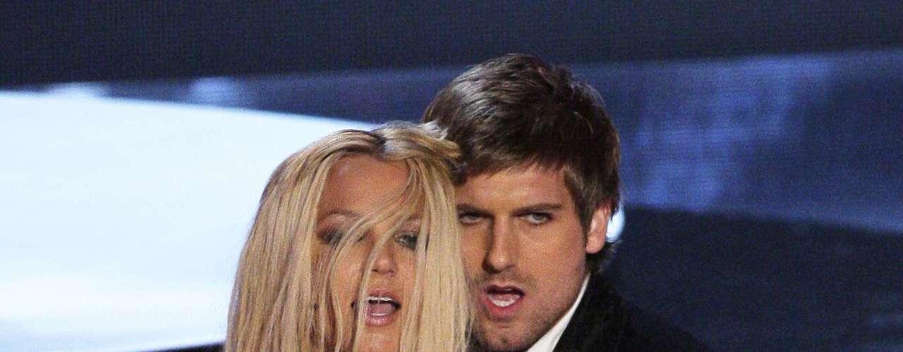 Britney fue el centro de atención de la premiación en donde fue muy criticada y bueno, hasta la fecha es algo memorable