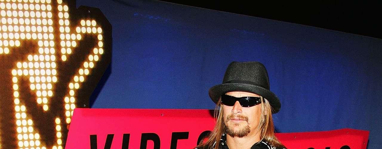 Kid Rock al parecer se equivocó de show confundiendo los VMA con los CMT awards.