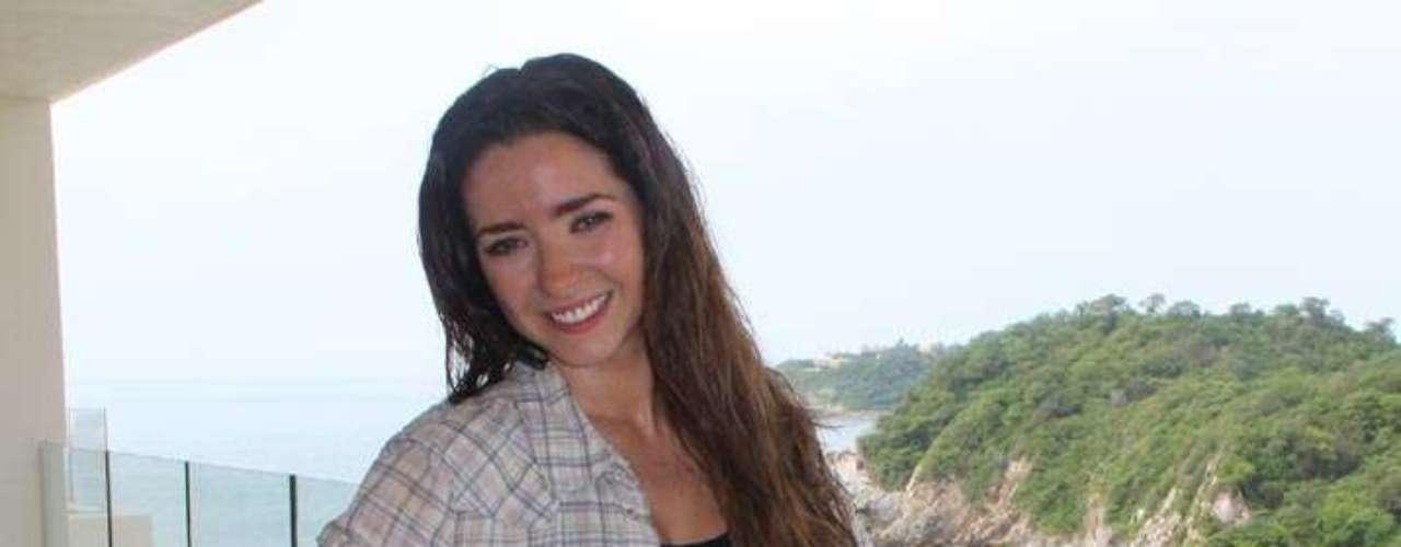 'La Mujer del Vendaval' es 'Marcela Morales' (Ariadne Diaz), una aguerrida mujer que hereda la hacienda El Vendaval después de la muerte de sus padres.