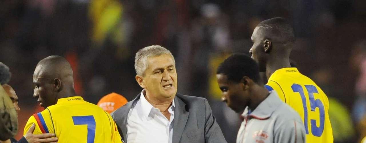 Eduardo Lara apostó e hizo recambio de jugadores, dando oportunidad a hombres que tuvo en las menores, intentó hasta la última fecha, pero nuevamente la Selección Colombia se quedó sin su tiquete a una Copa Mundo.