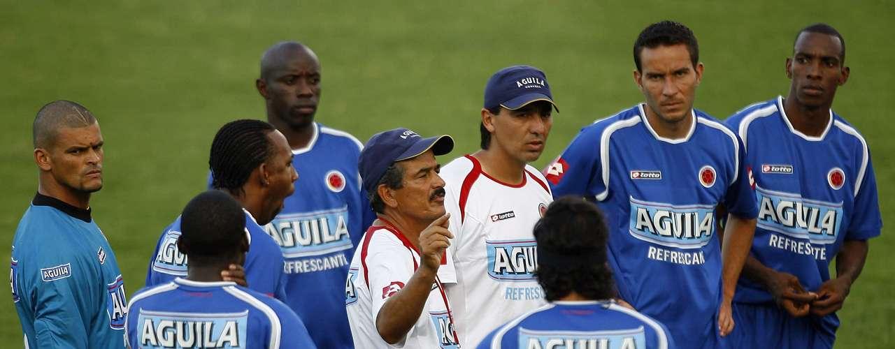 A los resultados, se unió la pésima relación de Jorge Luis Pinto con los directivos de la Federación Colombiana de Fútbol y algunos jugadores por su forma de trabajo, lo que también provocó su salida de la Selección.