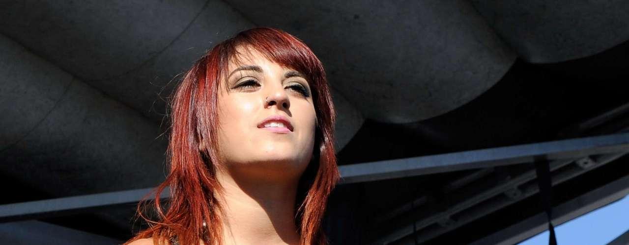 La otra cara bonita de Eyes Set to Kill, Anissa Rodríguez resalta en la novena posición.