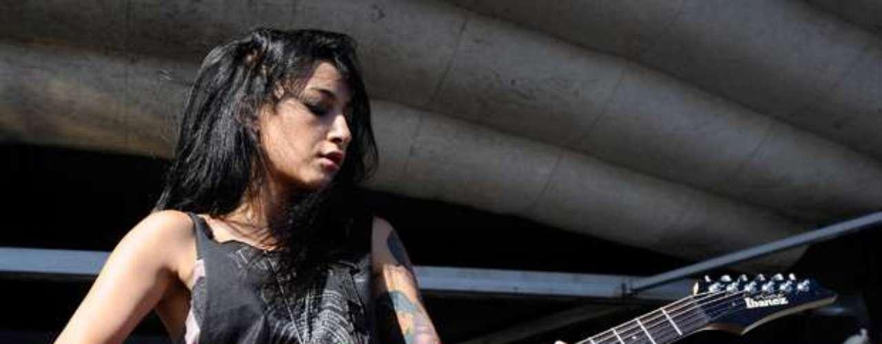 Alexia Rodríguez, quien se destaca tocando la guitarra en la agrupación Eyes Set to Kill, entró en la lista de la revista Revolver de octava.