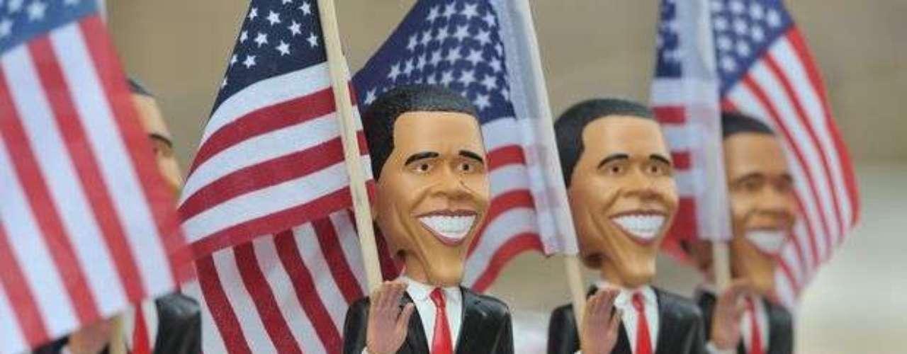 Miniaturas de Barack Obama son vendidas en las calles de Charlotte, en Carolina del Norte.