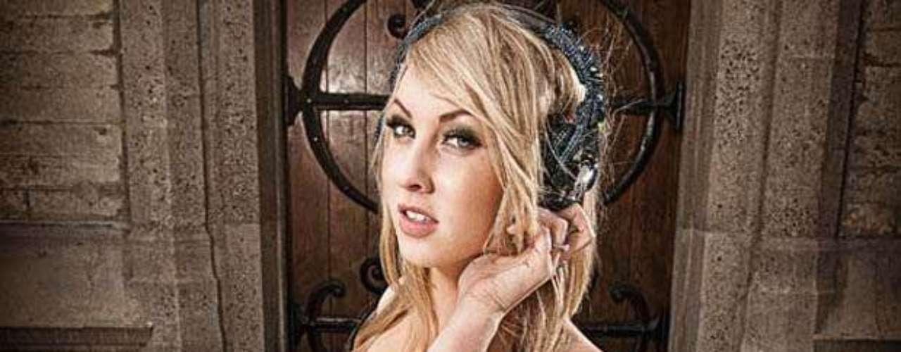 Layla Brooklyn Allman, voz principal y tecladista del grupo Picture Me Broken, es dueña de una belleza enigmática que le bastó para resaltar en el quinto puesto.