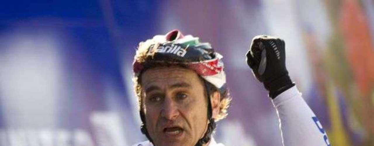 El esfuerzo del italiano en el handbike ya le rindió grandes conquistas: en 2011, Zanardi salió campeón de la prueba contrarreloj y no sería una sorpresa si consigue la tan soñada medalla en Londres 2012.