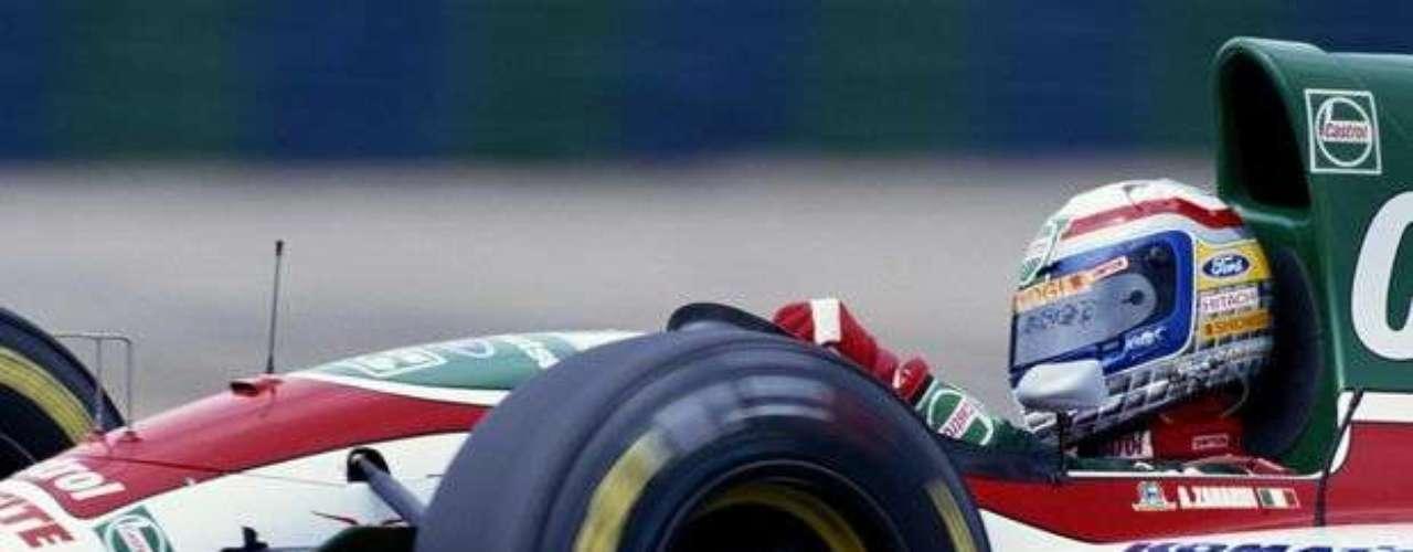 Zanardi estuvo de 1991 a 1994 en la F1 y luego regresó a la categoría en 1999 para competir por un año. En su carrera, pasó por los equipos Jordan, Minardi, Lotus y Williams.