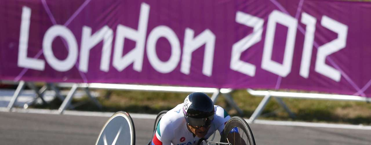 The race involves athletes who use paracycles, using their arms to pedal.