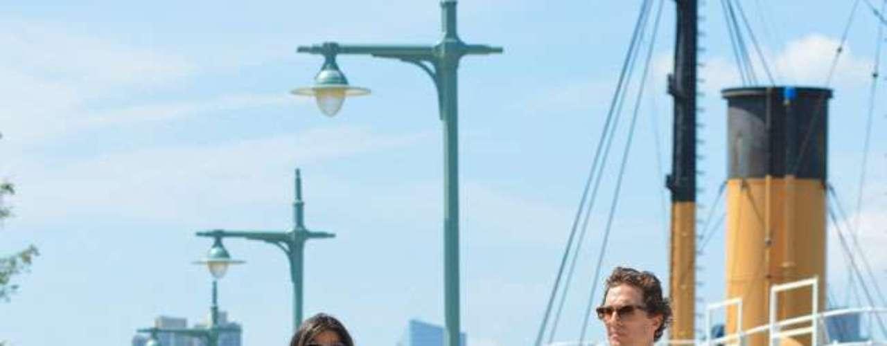 Matthew McConaughey junto a Camila Alves y sus hijos Levi y Vida