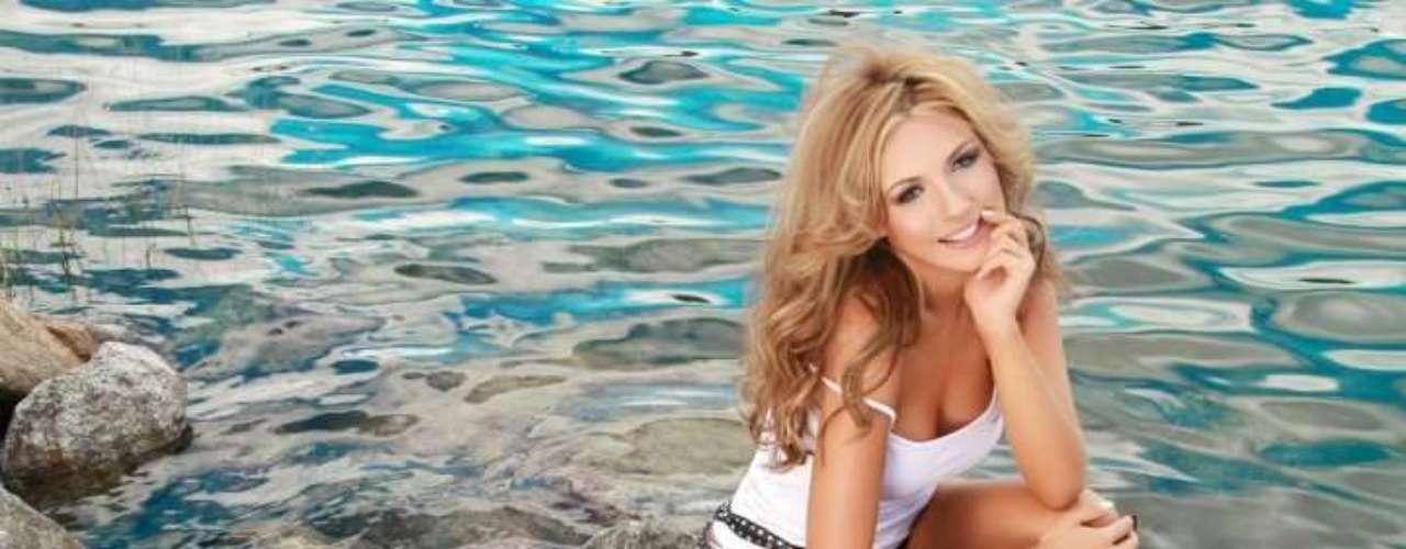 Sara Uribe,  participante del reality 'Protagonistas de Nuestra Tele', estudio Comunicación Social,  pero se ha desenvuelto como modelo de varias marcas de ropa, incluidas las de vestidos de baño en las que luce su belleza y  tonificado cuerpo.