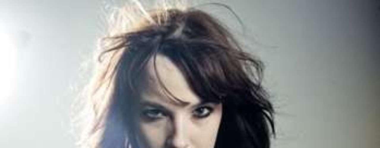 Aunque parezca algo loco, las mujeres más duras del rock también tienen un lado sexie, así quedó comprobado en una encuesta realizada por la revista especializada en el género Revolver, en la cual fue escogida por los fanáticos Lzzy Hale, integrante de la banda Halestorm, como una de las rockeras más atractivas y atrevidas. A continuación les presentamos las otras cantantes que integran el top ten.