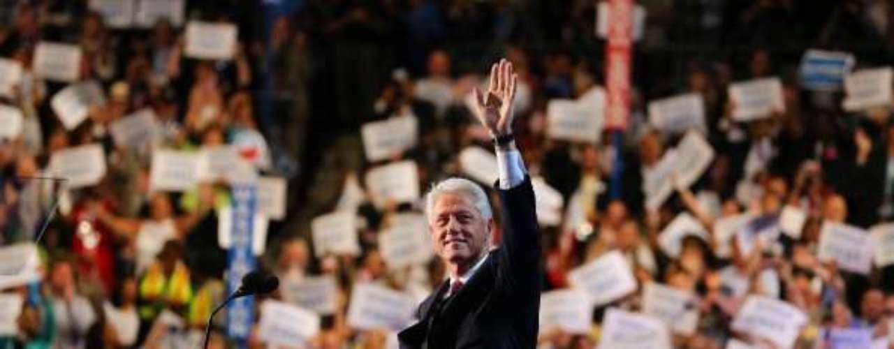Pero sin dudas, el plato fuerte de la noche fue el discurso del ex presidente Bill Clinton. Su presentación era esperada, y no falló. Primero intentó demostrar las diferencias entre los republicanos que siempre buscan la discrepancia. \